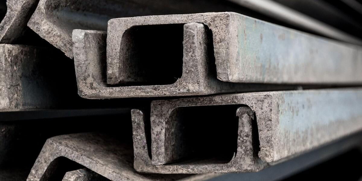 Швеллер стальной